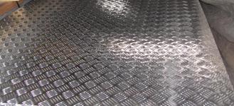 Лист стальной рифленый толщиной 3 мм и размером 1250х2500 мм из стали Ст3сп/пс с типом поверхности чечевица