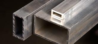 Труба алюминиевая прямоугольная размером 30х20 мм и толщиной 2 мм из сплава АД31Т1 длиной 4 м