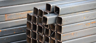 Труба стальная электросварная оцинкованная квадратная размером 18х18х1,5 мм из стали Ст3пс5 длиной 6 м