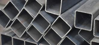 Труба стальная жаропрочная квадратная размером 15х15х1 мм из стали AISI 430 (08Х17Т) длиной 6 м с шлифованной поверхностью